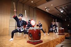 新潟医療福祉大学和太鼓部による迫力の演奏