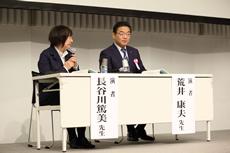 荒井康夫・北里大学病院医療支援部課長(右)と長谷川篤美・小牧市民病院医事課主任(左)