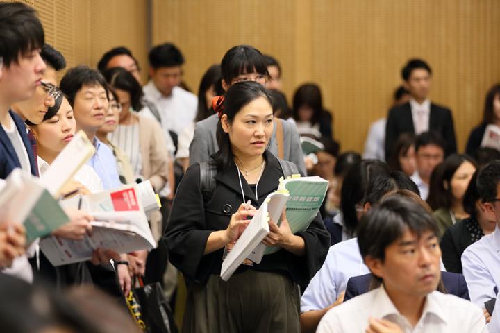 各会場では、全国から多くの参加者が集い熱心に演題発表に耳を傾けた